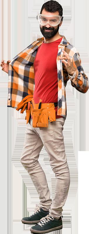 Majster s pracovnými okuliarmi na očiach, s náradím okolo pásu, rozprestiera pracovnú košeľu v ústrety podnikateľským úverom